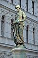 Gänsemädchenbrunnen an der Rahlstiege - statue 01.jpg