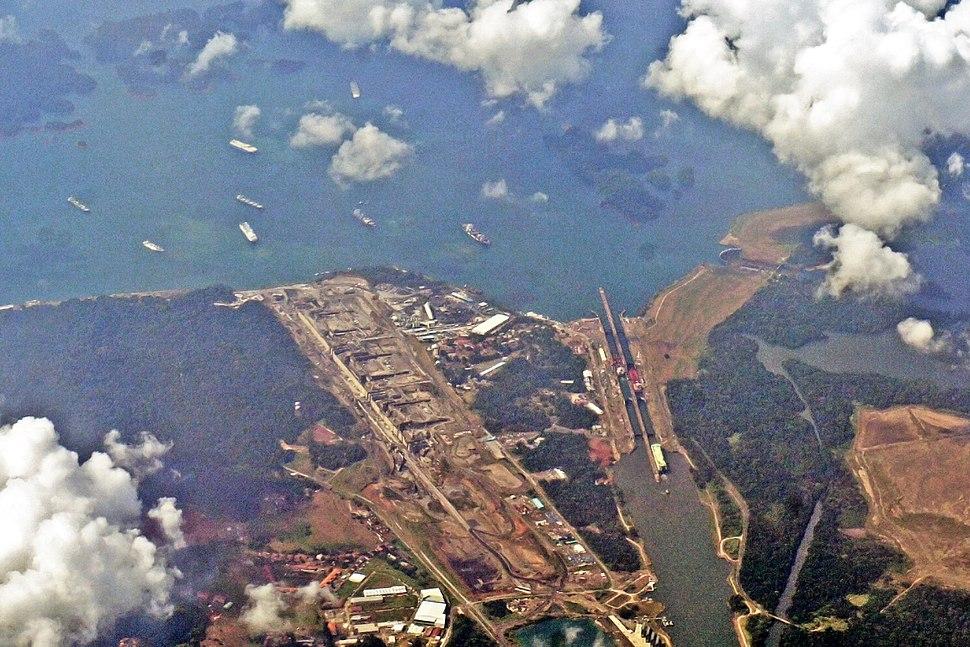 Gatun Locks 03 2014 Panama Canal 7820