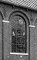 Gebrandschilderd raam in de kerk van Sondel, (zaalkerk uit 1870) 10-06-2020 (actm.) 02.jpg