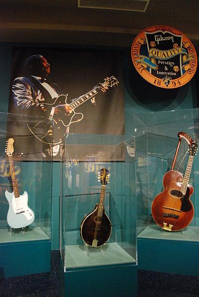 File:Gibson Guitar Display -- Kalamazoo Valley Museum 030 (6926491433).jpg