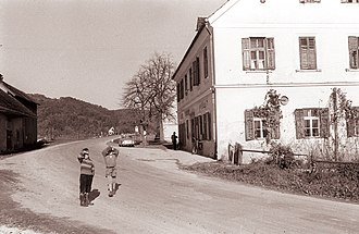 Velika Pirešica - Image: Gostilna v Veliki Pirešici 1960