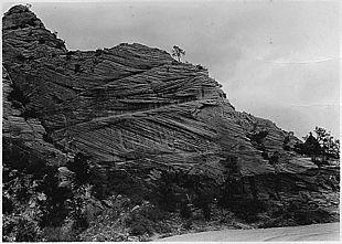 Depositi di duna dallo Utah (USA) in cui è evidende la tipica stratificazione incrociata a cuneo e la laminazione interna.