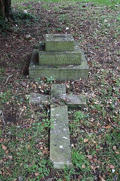 File:Grave 2 31-12-2008.jpg