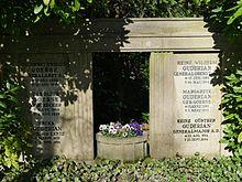 https://upload.wikimedia.org/wikipedia/commons/thumb/e/e2/GuderianGrab.jpg/220px-GuderianGrab.jpg