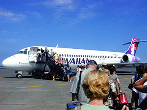 Boeing 717 - A Hawaiian Airlines 717 boarding at Kona International Airport, Hawaii for an inter-island flight, 2004