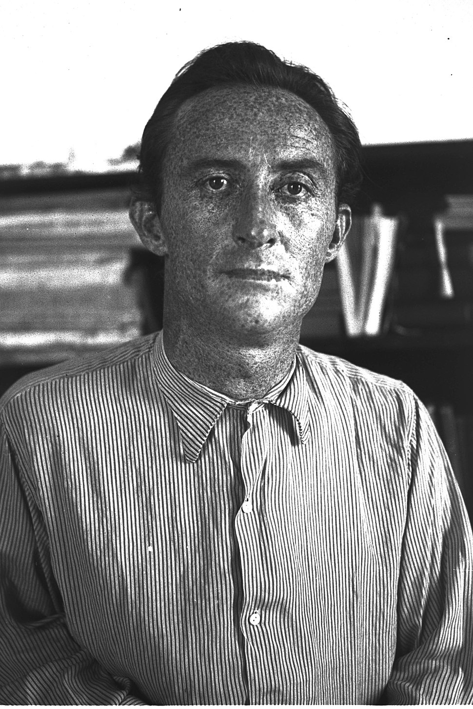 HEBREW POET AND WRITER URI ZVI GRINBERG. המשורר אורי צבי גרינברג.D22-093