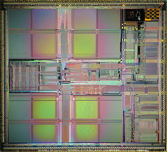 PA-7100LC - Die shot of PA-7300LC.