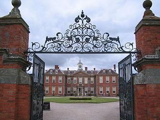 Hanbury Hall - Hanbury Hall as seen through the entry gates