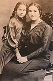 Photo of Hannah with her mother in 1914, at the age of 8