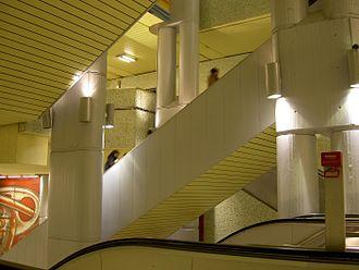 Kröpcke - Escalators in the station