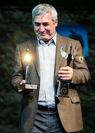 Ebrahim Hatamikia - Hatamikia receives Ghoghnos best director award