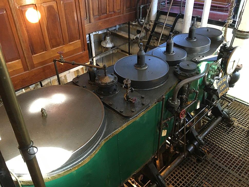 Hercules tug engine.agr