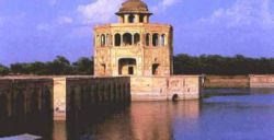 The Hiran Minar located in Sheikhupura (Pakistan), was a tribute to Jahangir's favourite antelope.