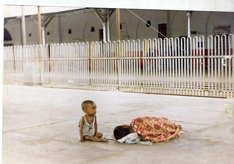 File:Homeless child.jpg