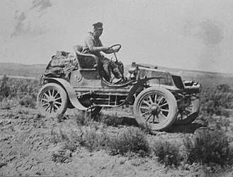 Horatio Nelson Jackson - Jackson driving the Vermont on the 1903 cross-country drive