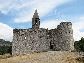 Fortified church - Image: Hrastovlie Cerkev