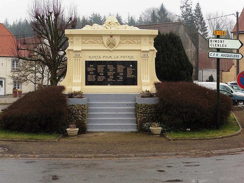 -Le Monument aux Morts, Place de la République, Hucqueliers, Pas-de-Calais.-France