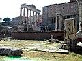 Imagen de los Rostra en el foro romano.jpg