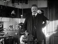 Ingeniør Valdemar Poulsen paa sin Station for traadløs Telegrafi 08.jpg