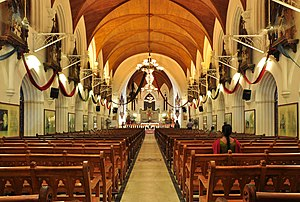 Interior of San Thome Basilica.jpg
