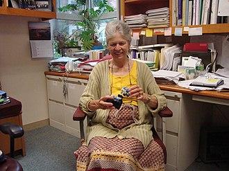 Joan A. Steitz - Image: Joan A. Steitz in her office with models
