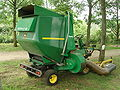 John Deere Tractor Lawnmower F1145 1.jpg