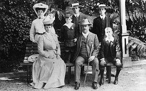 Premier House - Joseph, later Sir Joseph Ward Baronet, and his family at Awarua 1906