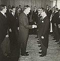 Juscelino Kubitschek recebe delegações estrangeiras - BR RJANRIO PH 0 FOT 00749 0012, Acervo do Arquivo Nacional.jpg