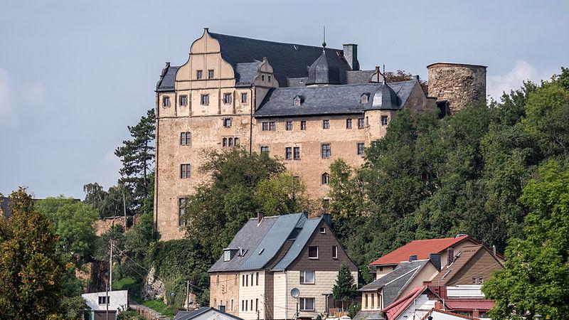 File:Könitz Am Schloßberg 16 Burg (Schloss) mit Nebengebäuden, Befestigung und Grundstück (Park).jpg