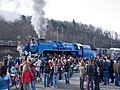Křivoklát expres, lokomotiva a dav v Braníku.jpg
