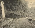 KITLV - 151101 - Demmeni, J. - Waterfall and cog railway in the Anai Gorge, Sumatra - circa 1910.tif