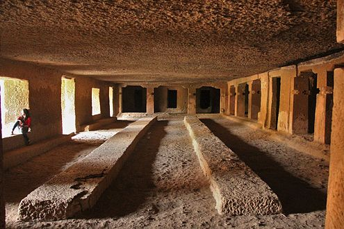 Kanheri Caves - Hall.JPG