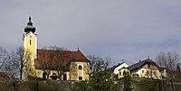 Kath. Pfarrkirche Sankt Magdalena mit Pfarrhof und Gartenpavillon.jpg