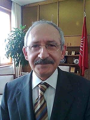 English: Kemal Kılıçdaroğlu in his office