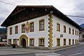 Kematen in Tirol, Ansitz Spitzenstein, Dorfplatz 2017.jpg