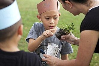 Ethical living - Image: Kids create eco friendly art aboard MCB Hawaii 130416 M DP650 004