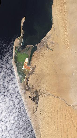 Kuiseb River - Image: Kuiseb River Nears the Ocean