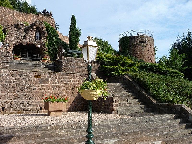 La grotte et le château de Walschbronn
