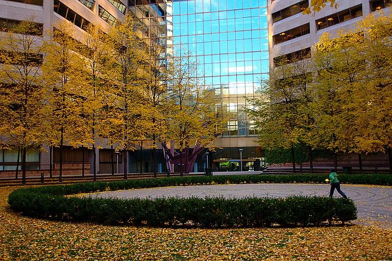 File:Labyrinth at Trinity Square Toronto.jpg