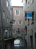 Lederergasse_2,_Lederertor,_Salzburg.jpg