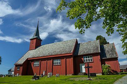 Leinstrand kirke sommer.jpg