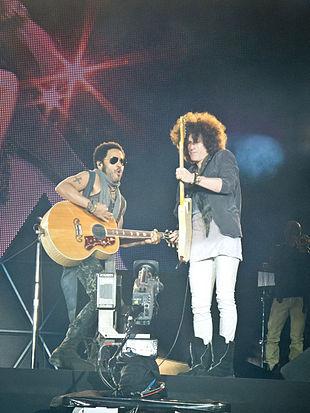 Kravitz e il chitarrista Craig Ross nel 2012