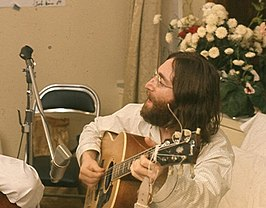 John Lennon speelt Give Peace A Chance in 1969