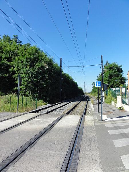 La ligne A du tramway de Valenciennes dessert les communes de Famars, Aulnoy-lez-Valenciennes, Marly, Valenciennes, Anzin, La Sentinelle, Hérin et Denain.