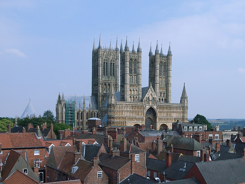 Lincoln Cathedral 01 crop.jpg