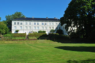 Linderud - Linderud Manor, main building and the upper part of the garden