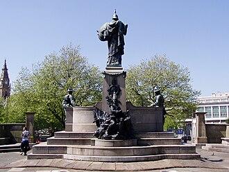 St John's Gardens - Monument to the King's Regiment