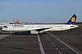 Lufthansa, D-AISC, Airbus A321-231 (16269253508).jpg