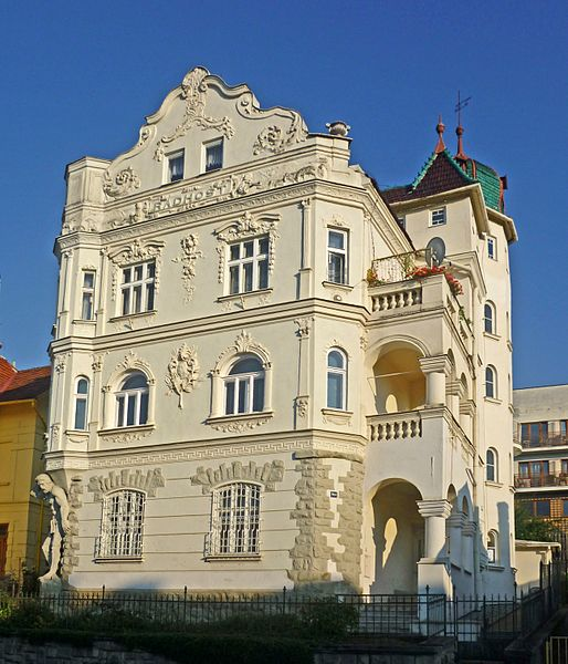File:Luhatschowitz-Villa.jpg