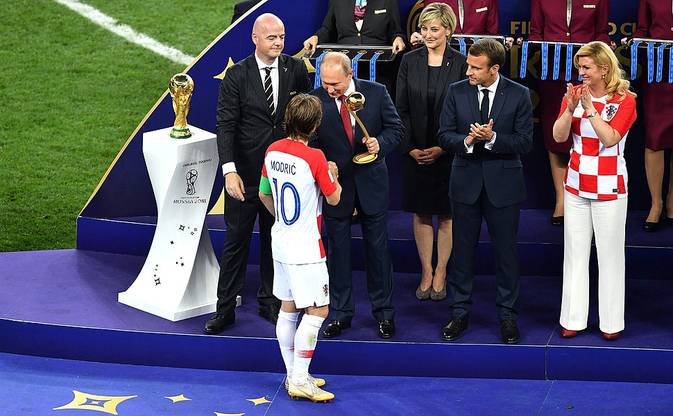 Luka Modrić receives the golden ball prize at the hands of Russian President Vladimir Putin
